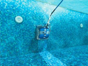 pool robot cleaning walls