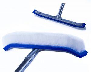 pool-brush-brushing-maintenance